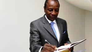 Guinée : Alpha Condé proroge l'état d'urgence sanitaire pour un mois