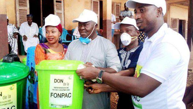 Coronavirus: FONPAC offre un important lot de Kits sanitaires à la population de Tombolia