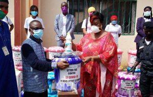Lutte contre covid-19: l'AGBEF offre des kits sanitaires à la mairie de Dixinn
