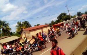 Boffa : les jeunes en colère manifestent pour la réouverture des lieux de culte