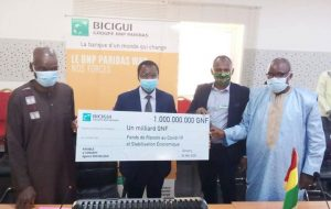 Lutte contre le covid-19: la BICIGUI offre un chèque d'un milliard GNF au gouvernement guinéen…