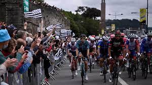 Tour de France 2021 : le peloton s'élance depuis Brest, début de la 108e édition