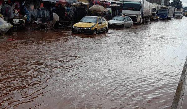 Pluie diluvienne : plusieurs artères de Conakry envahies par les eaux